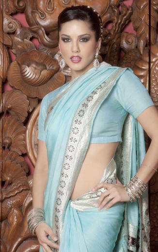sunny-Leone-hot-nude-wall-paper-in-saree-and-blouse4