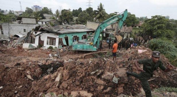 Βουνό από σκουπίδια καταπλάκωσε παραγκούπολη στη Σρι Λάνκα με 21 νεκρούς