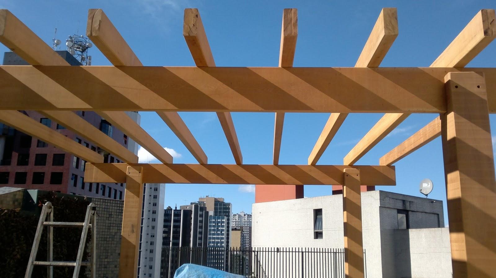 Pergolado de madeira preparado para receber as chapas de Policarbonato #B36D18 1600x898