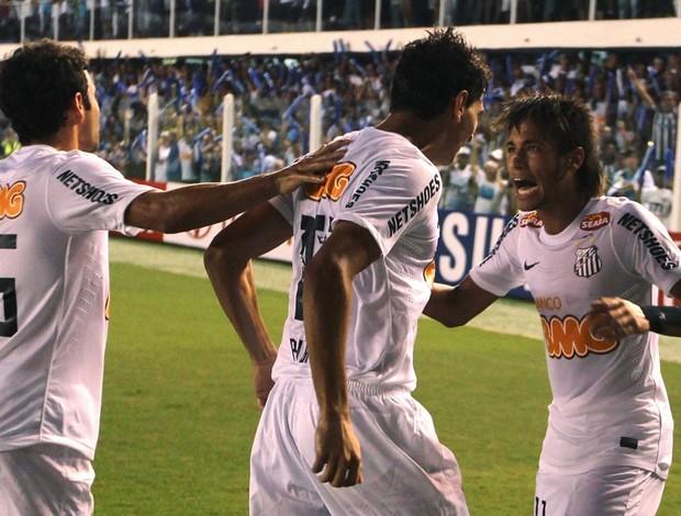 Neymar e Ganso comemoram a goleada do Santos na Libertadores