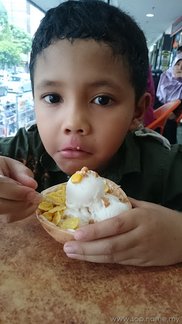 Ais krim kelapa SANGKAYA