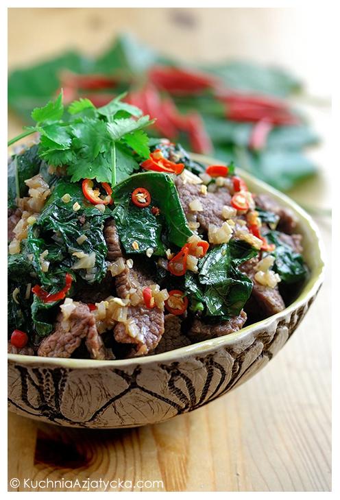 Wołowina z dzikim betelem i trawą cytrynową © KuchniaAzjatycka.com