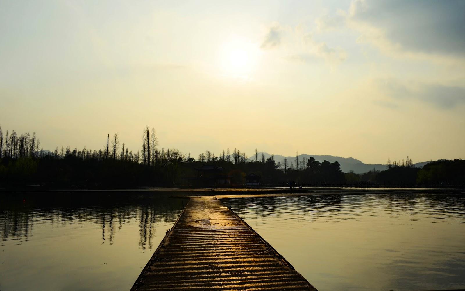 end of the day near hangzhou lake