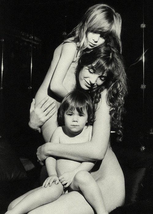 Kids Wanna Riot blog: Джейн Биркин с дочерьми Кэти Барри и