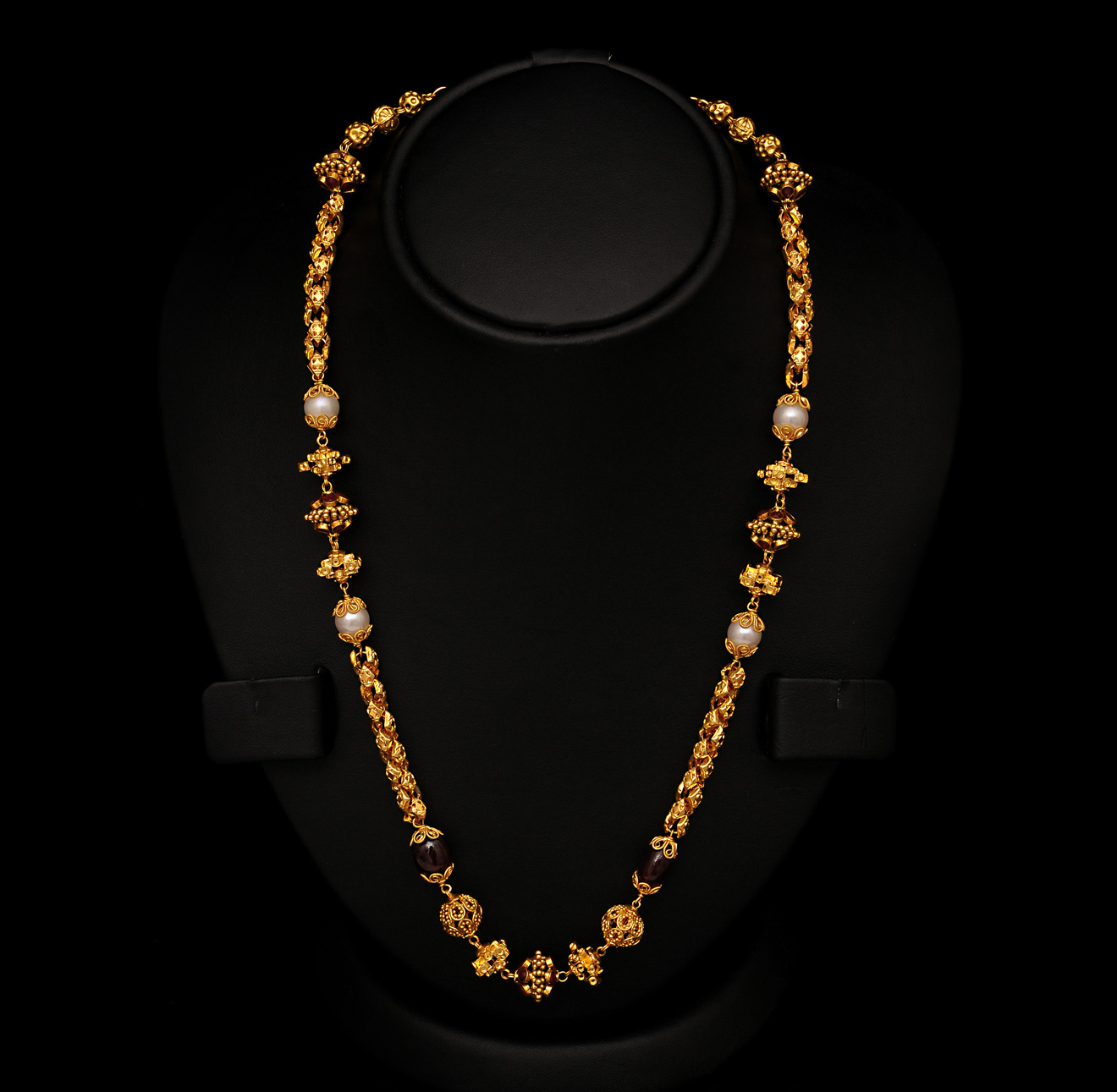 Gold Home: Neck Chain Design