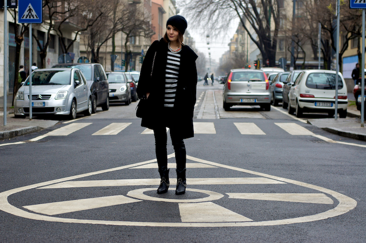 street style black and stripes