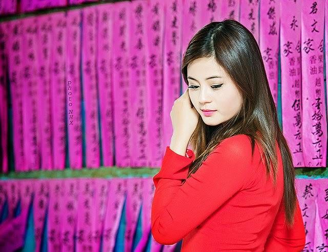 Hotgirl Châu Dương đi lễ chùa đầu năm 13