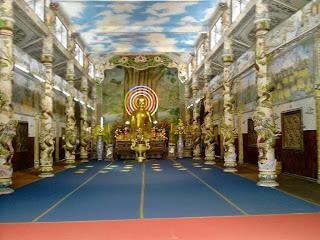 Interior de la Pagoda Linh Phuoc