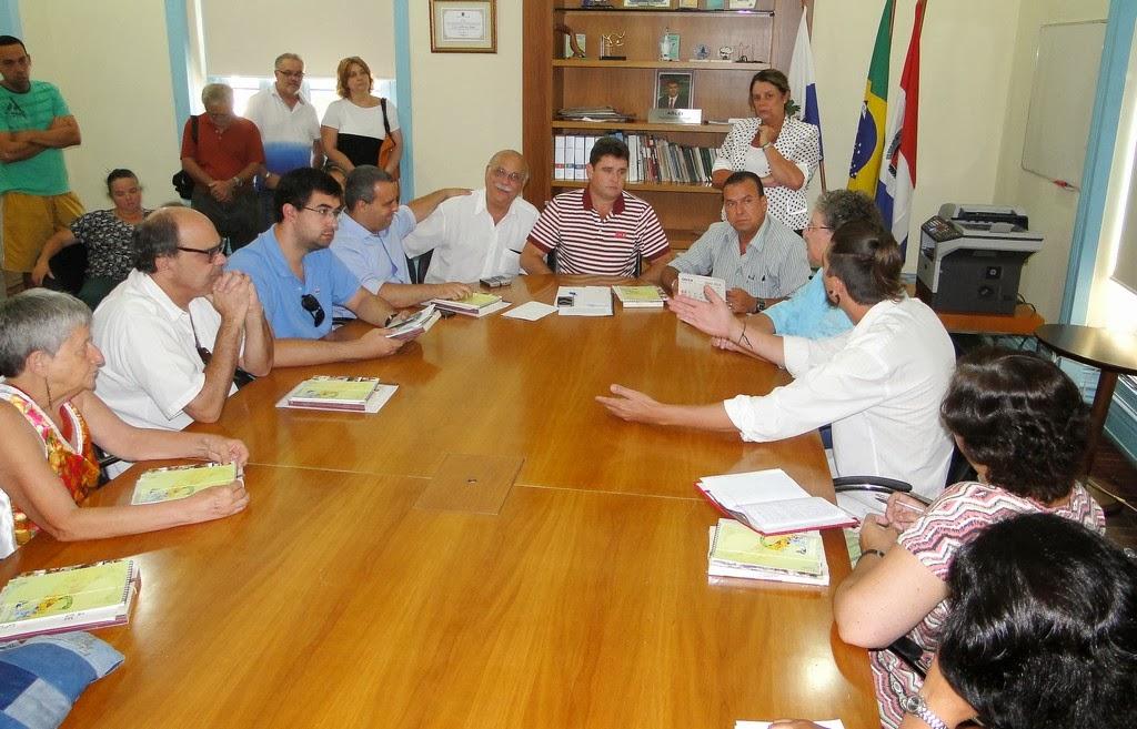 Prefeito Arlei recebe artesãos e garante apoio para a criação da Casa do Artesão em Teresópolis