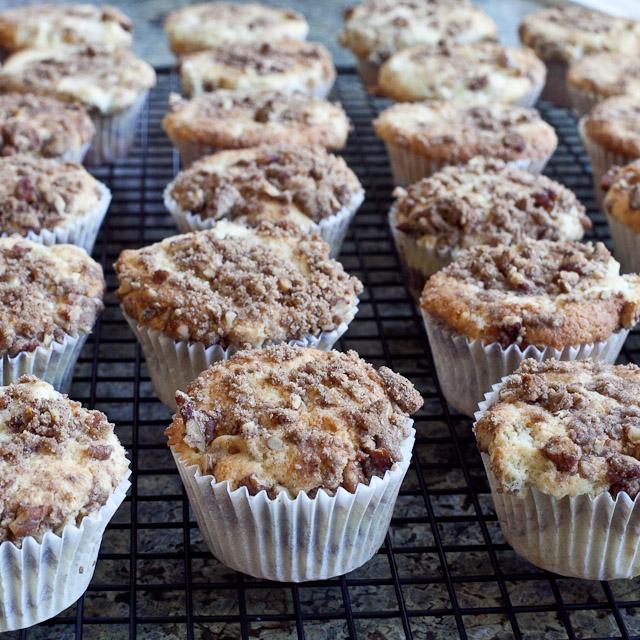 foodjimoto: sour cream apple muffins