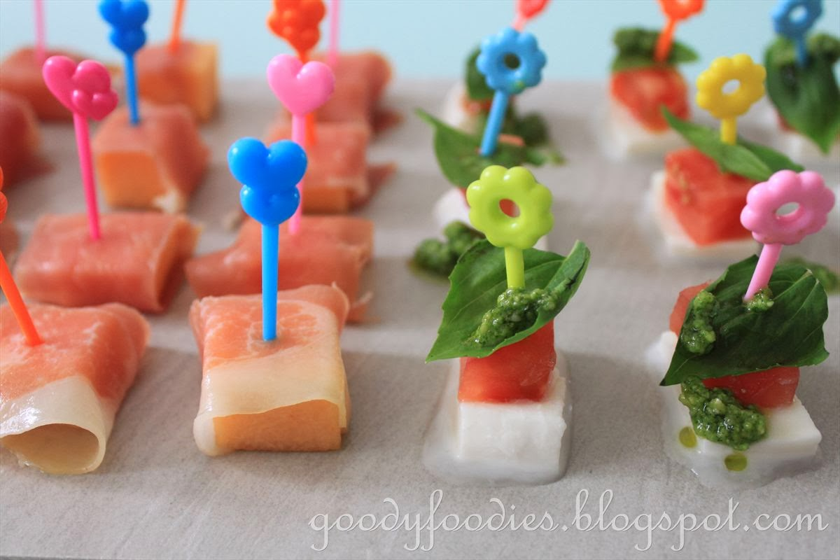 Goodyfoodies caprese salad canapes with basil pesto for Some canape picks