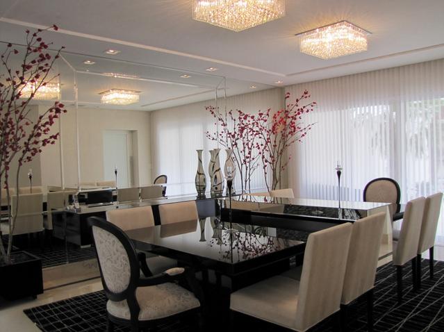 Sala Jantar Laca Preta ~ sala de jantar com duas mesas de vidro foi unida por um aparador em