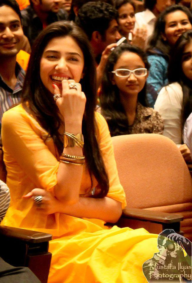 Pakistani Television Captures And Hot Models: Vj Mahira