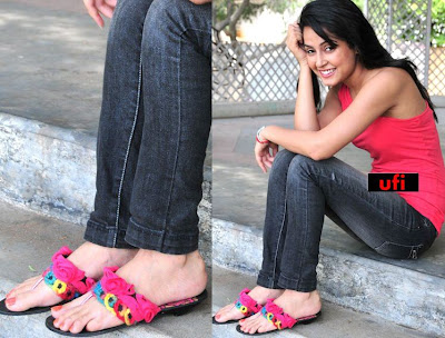 Disha Pandey Feet in Jeans Top