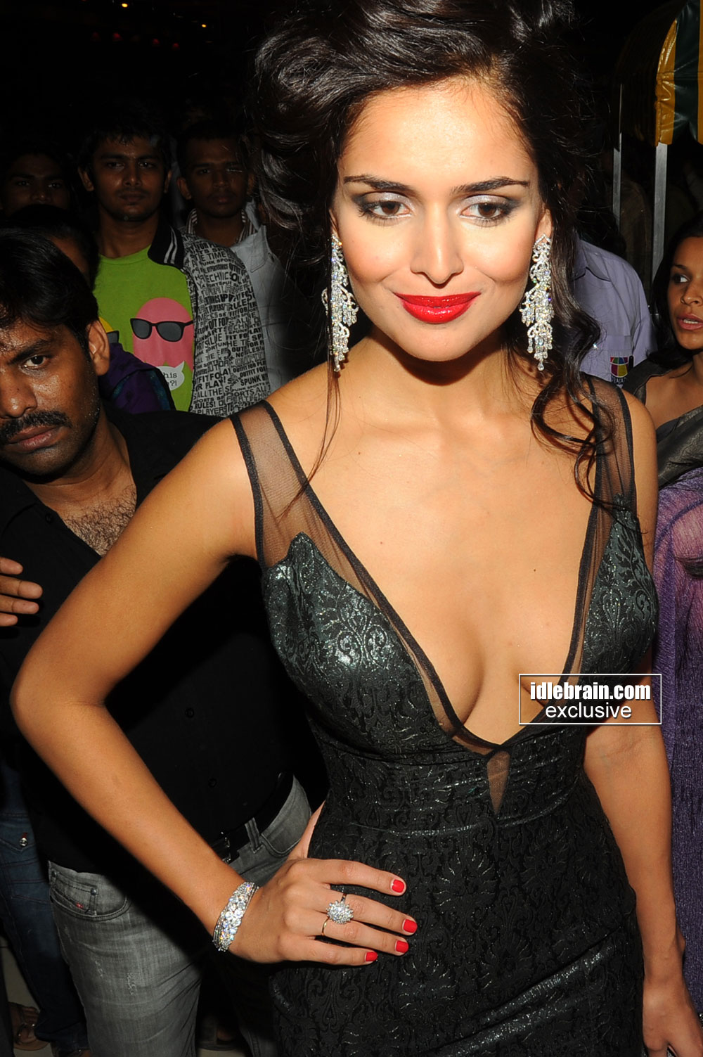 Nathalia Kaur pose 2 -  Nathalia Kaur Department Priemiere HOT black dress pics