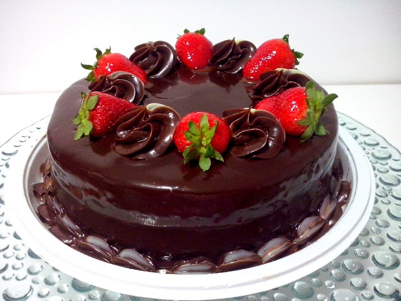 DoceQuitut: Torta de Morango com Chocolate e Ganache