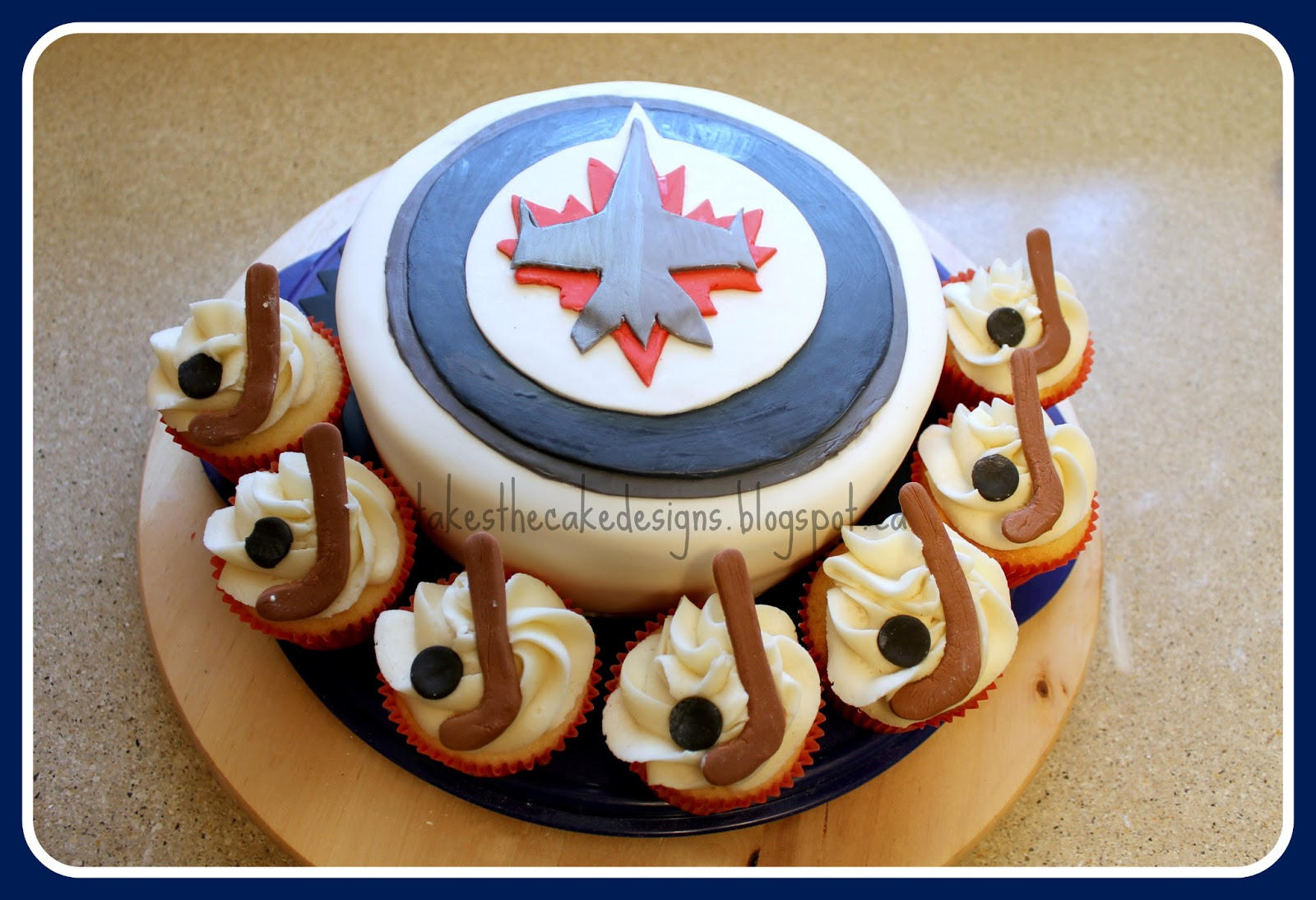 Takes The Cake Another Jets Cake And Hockey Cupcakes