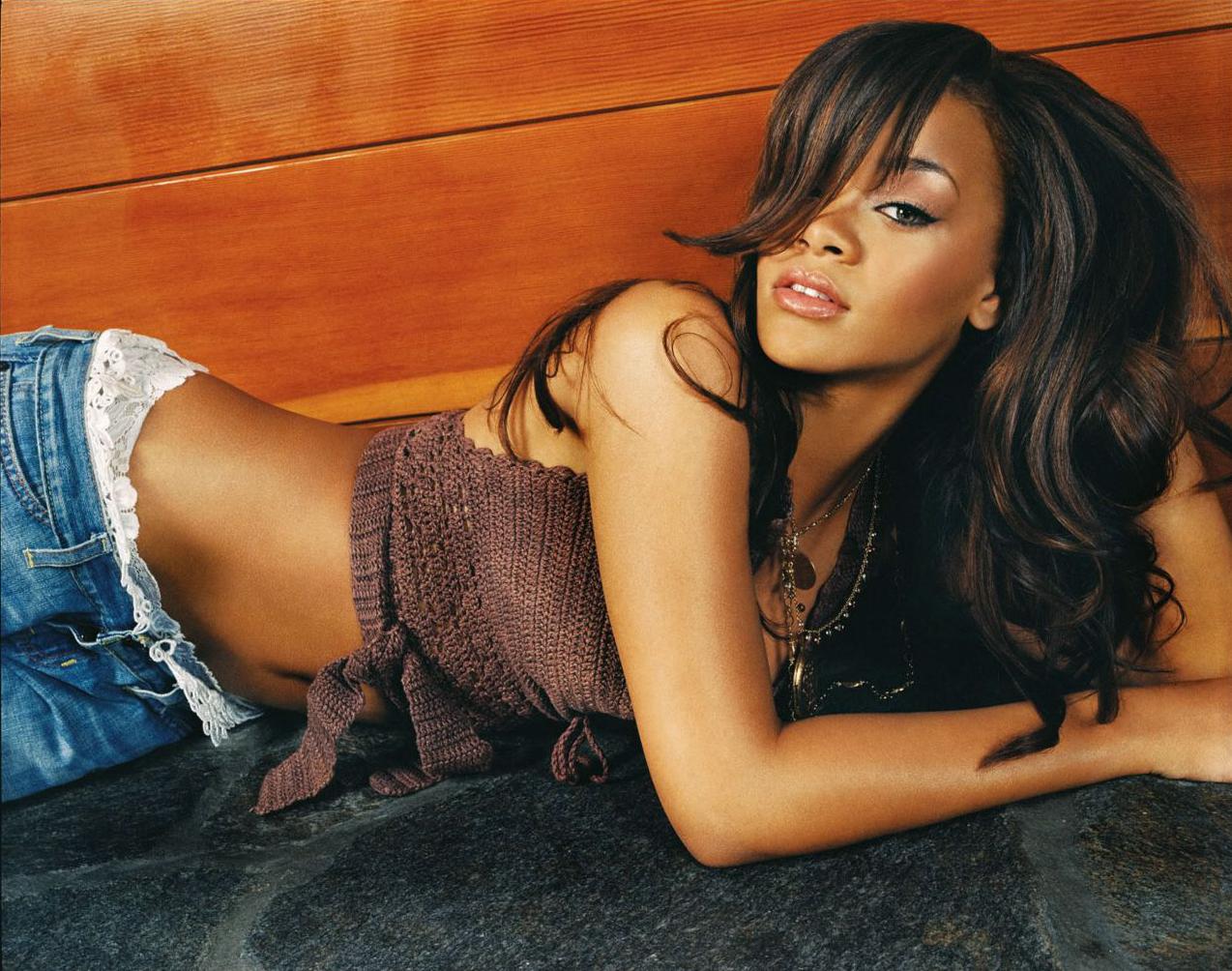 http://3.bp.blogspot.com/-XjRP8zIQkKs/UQkfVUkG5cI/AAAAAAAABPc/SLvQlmAk5Kg/s1600/Rihanna+Latest+wallpapers+2013+11.jpg