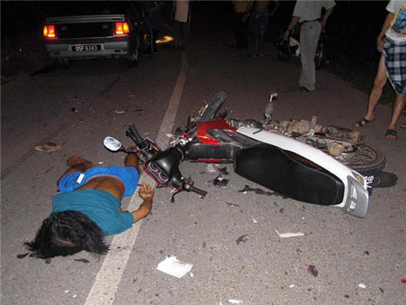 20 Bizarre Car Accident Photos and Videos That We Can't ...