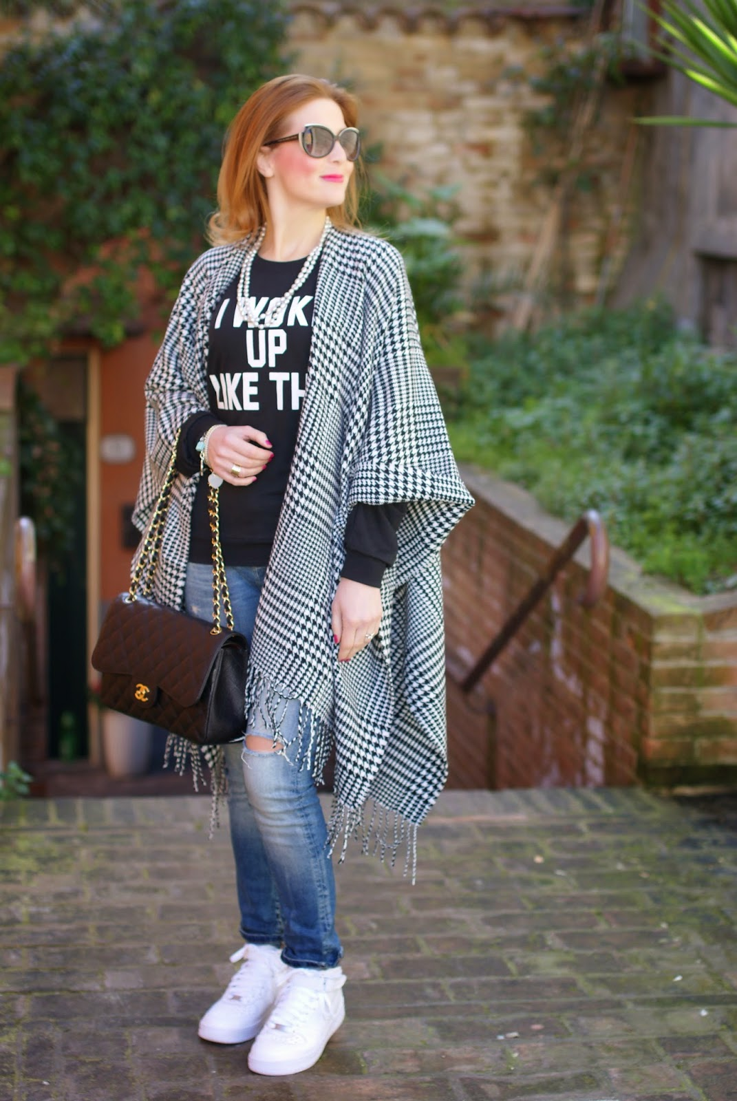 I woke up like this, Romwe t-shirt, silver pearls necklace, Chanel 2,55 bag on Fashion and Cookies fashion blog