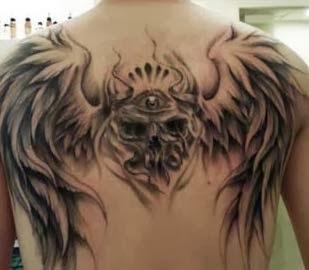 Tattoo de caveira com asa