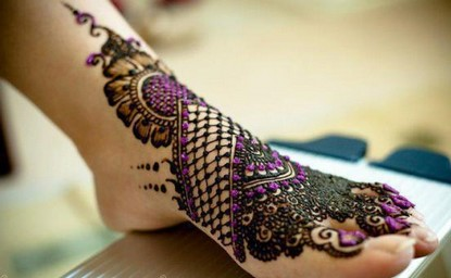 Black mehandi design for Legs