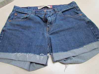 crafts for summer: distressed jean shorts tutorial