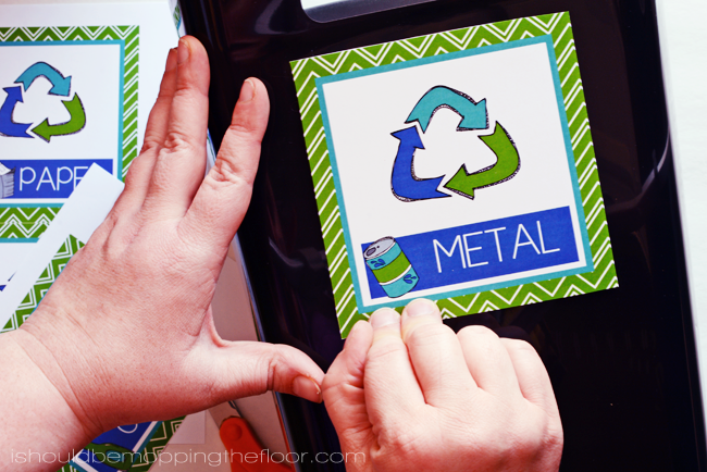Free Printable Recycling Bin Labels: PAPER, PLASTIC, METAL, & GLASS  | Perfect to set up your own home recycling center.