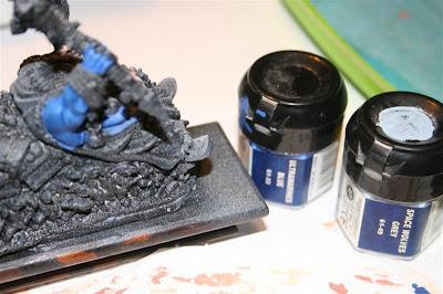 Mitad derecha de Grasientus Dientetoro pintado con Ultramarine Blue y Space Wolves Grey