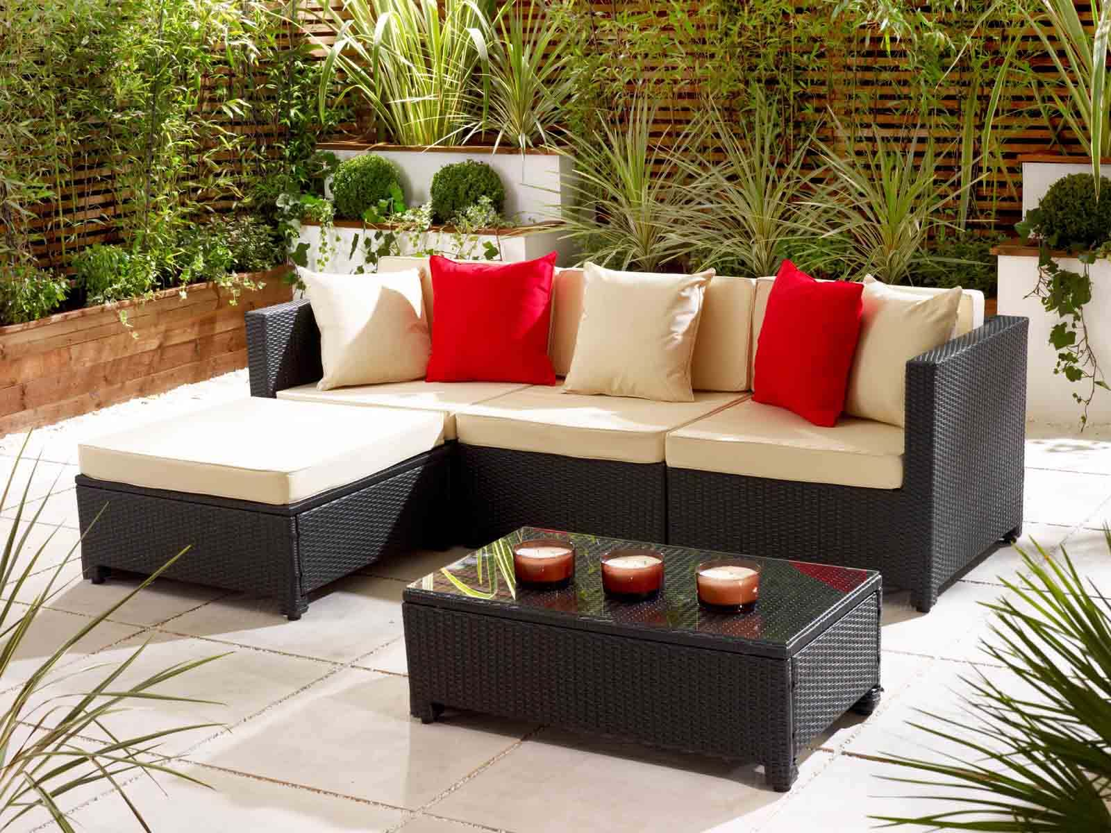 how to keep spiders away from patio furniture