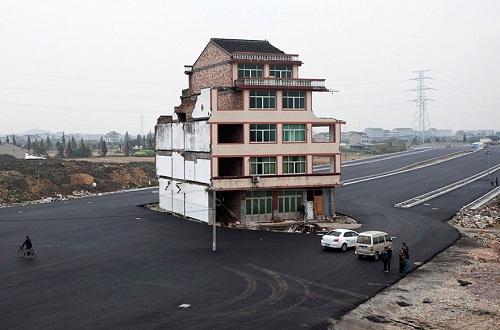 El increible caso de las casas-uña en China