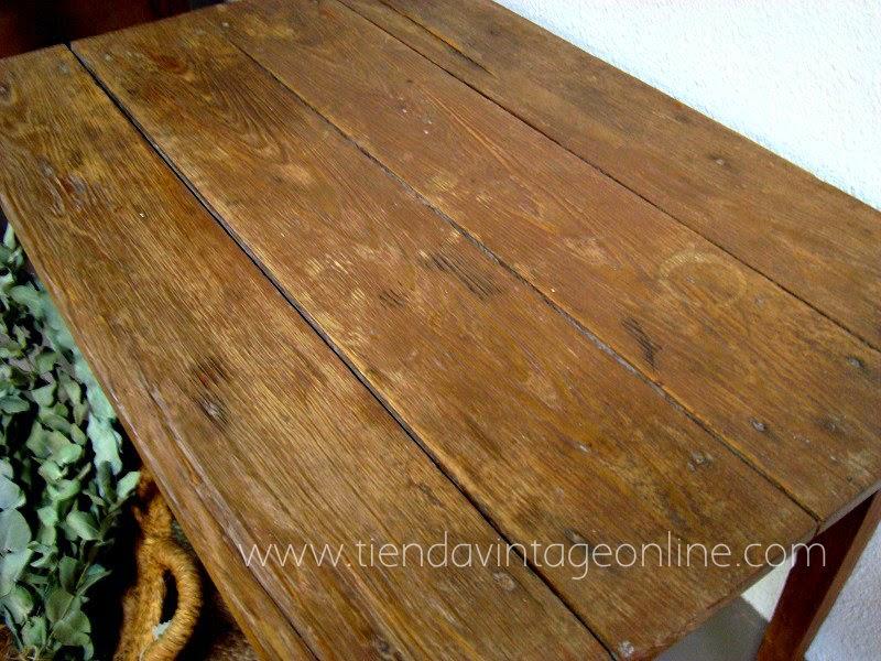 Mesita tocinera antigua de madera estilo rústico vintage en valencia.