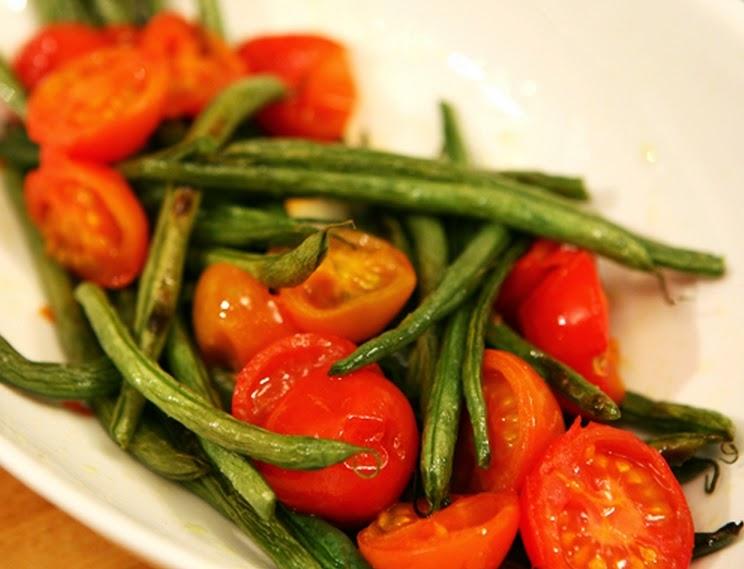 Vagens Assadas com Tomates-Cereja (vegana)