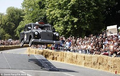 Perlombaan Balap Mobil Unik Dengan Berbagai Model