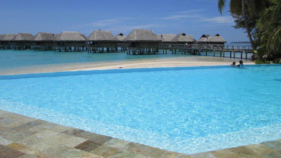 Piscine du Sofitel Moorea Ia Ora Beach Resort
