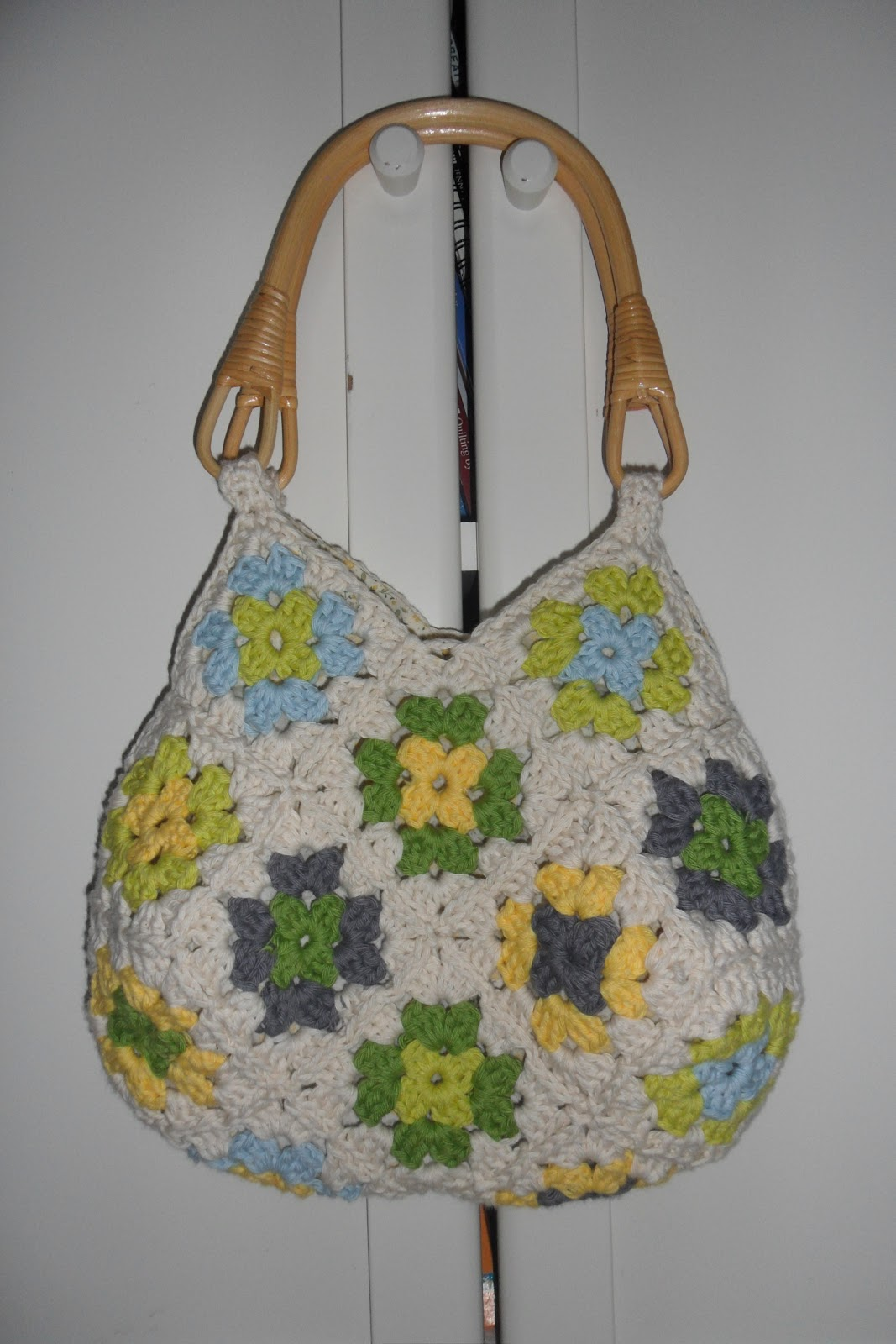 To make this bag I crocheted 22 squares and linked them together as I ...