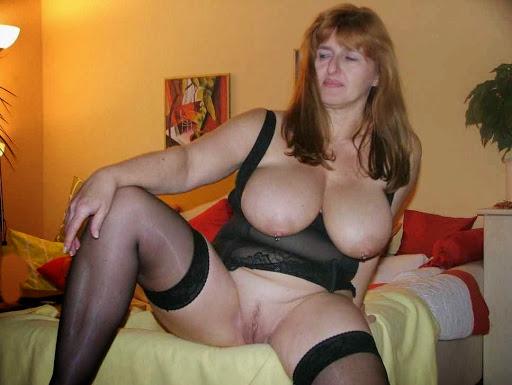 Nackt Bilder : Zeigegeile Milf mit fetten hängenden Möpse   nackter arsch.com