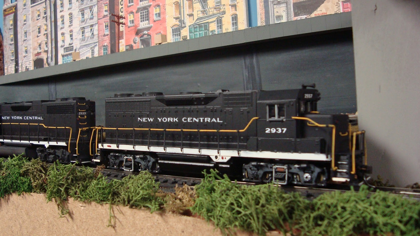 New York Central Train Layout: D.I.Y. Painted Locomotives