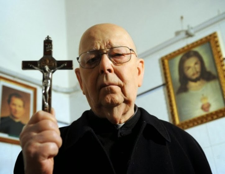 casos de exorcismo reais, demônios, terror, medo, histórias, relatos, padre, vaticano, igreja