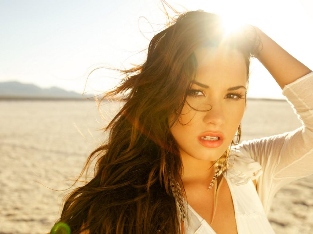 http://3.bp.blogspot.com/-Xm1-BJMKIrg/UNv-DGra72I/AAAAAAAAHBo/0jLQH7Uiw9Q/s1600/Demi-Lovato-Unbroken-Photoshoot6.jpg