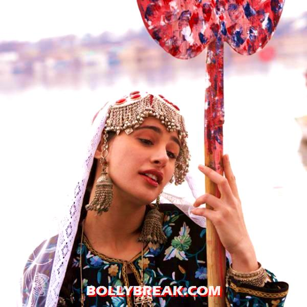 Nargis Fakhri in kashmiri dress - Nargis Fakhri in Rockstar in Kashmiri Dress