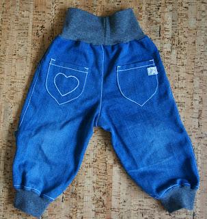 Детские джинсы с сердечком