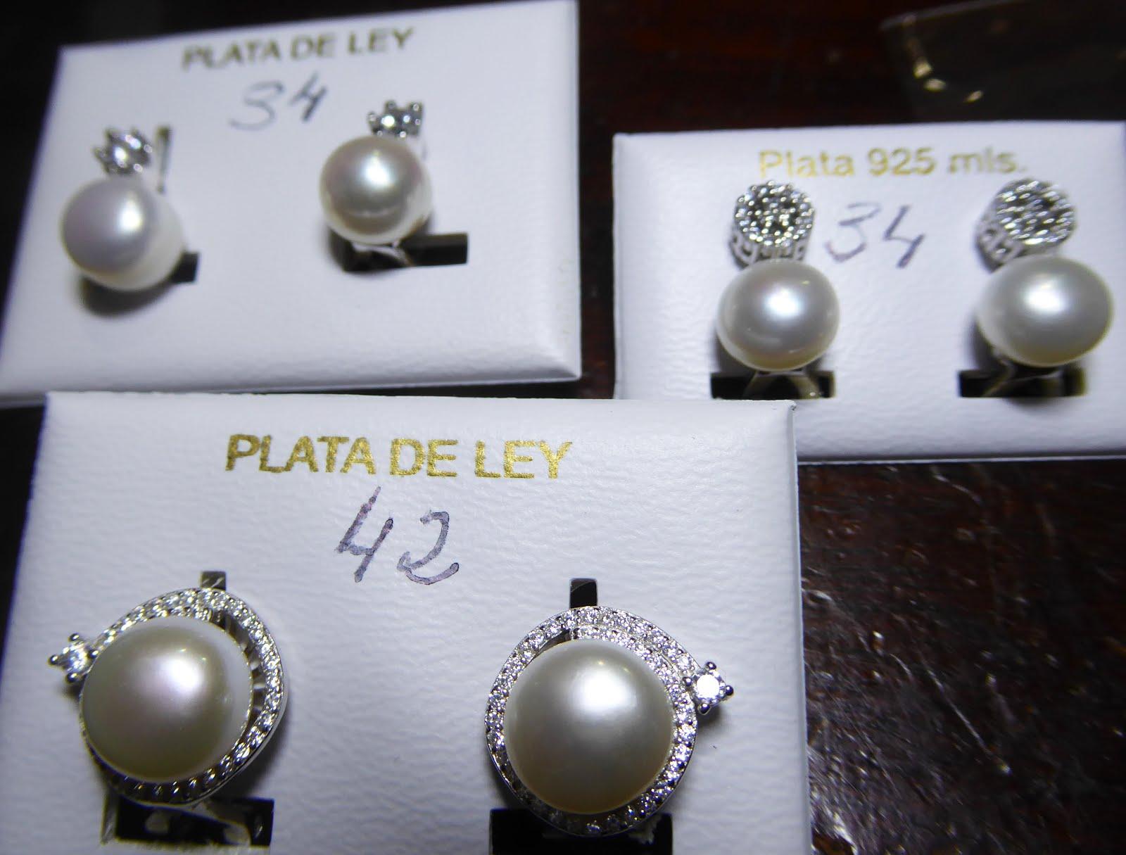 Pendientes de perlas con cierre omega