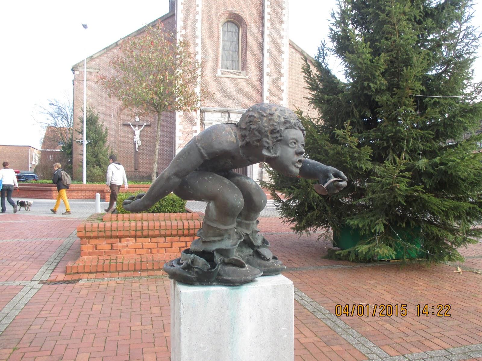 beeldje van het Rijstpoepke in Sint-Eloois-Winkel