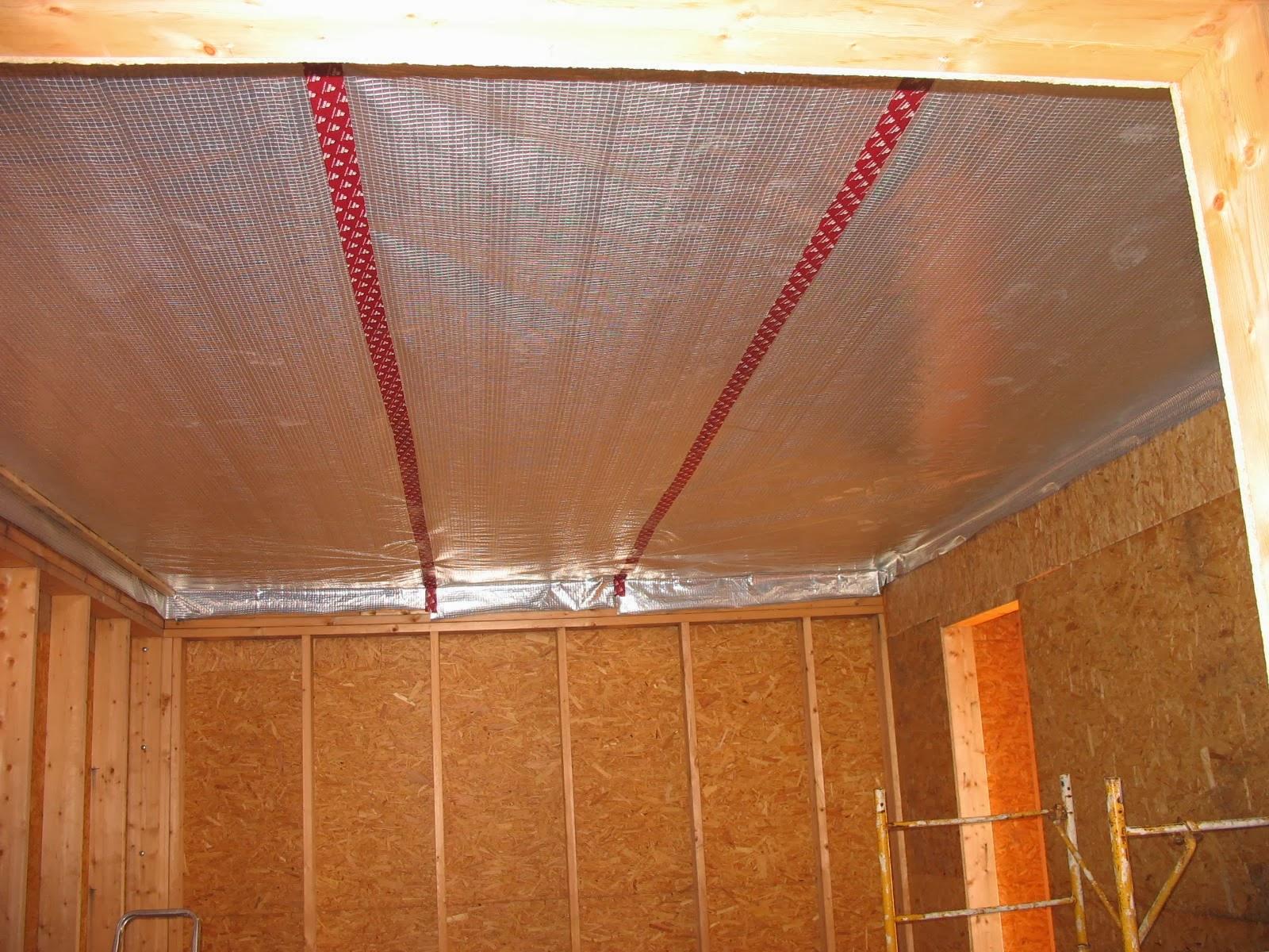 construire sa maison en bois pose du pare vapeur au plafond. Black Bedroom Furniture Sets. Home Design Ideas