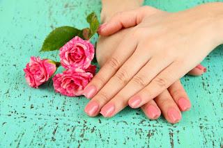طرق طبيعيّة للتخلص من خشونة اليدين