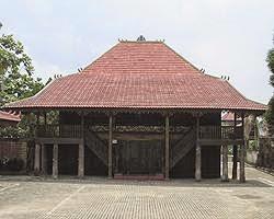 Gambar Rumah Adat dan Namanya Lengkap dari 34 Provinsi di Indonesia