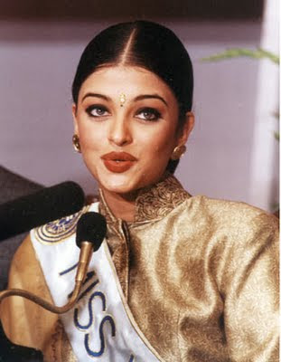 aishwarya rai miss world photos while attending her first press conference after winning crown