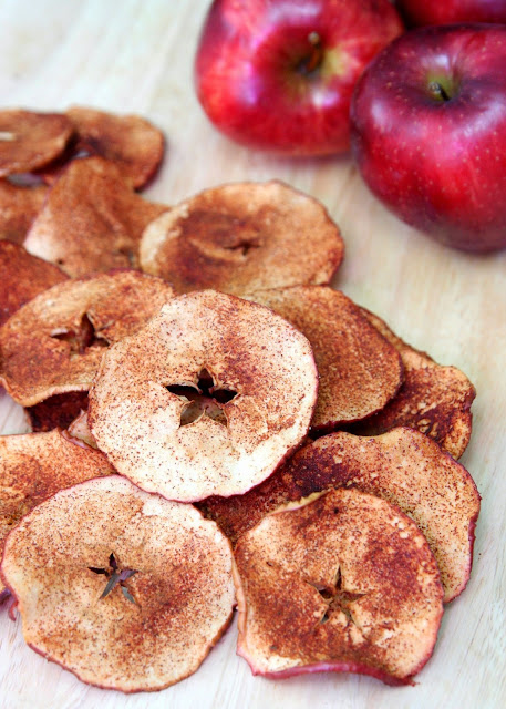 Featured Recipe | Baked Apple Chips from Happy Go Lucky #SecretRecipeClub #recipe #apple #vegan #healthy #snack