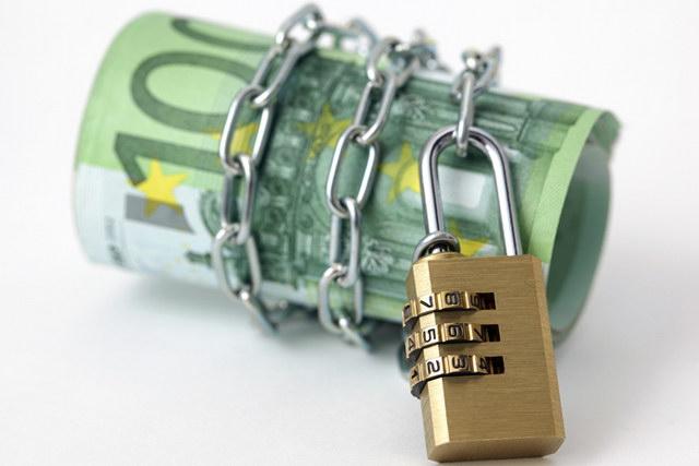 Το πρόβλημα των δεσμευμένων τραπεζικών λογαριασμών που οδηγεί σε μαύρες συναλλαγές